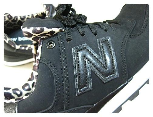 89fc5ccbf3f 뉴발란스WL574SPK블랙호피 뉴발란스의 상징인 N로고가 신발 옆에 붙어있답니다.