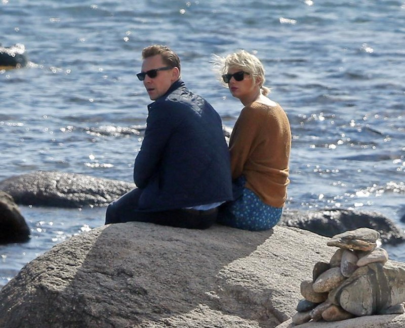 tvandshowbiz steamy pictures that reveal taylor swift hiddlestons secret romance world