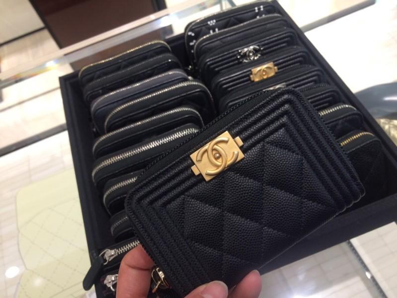 bf4bb63cb23 샤넬가방이야 탐나지만 ... 하와이에서 구찌가방 산지도 얼마안됫구 샤넬 지갑은 예전부터 갖고팠던 거라 파리왔으니 나를 위해 샤넬 지갑 정도!!!
